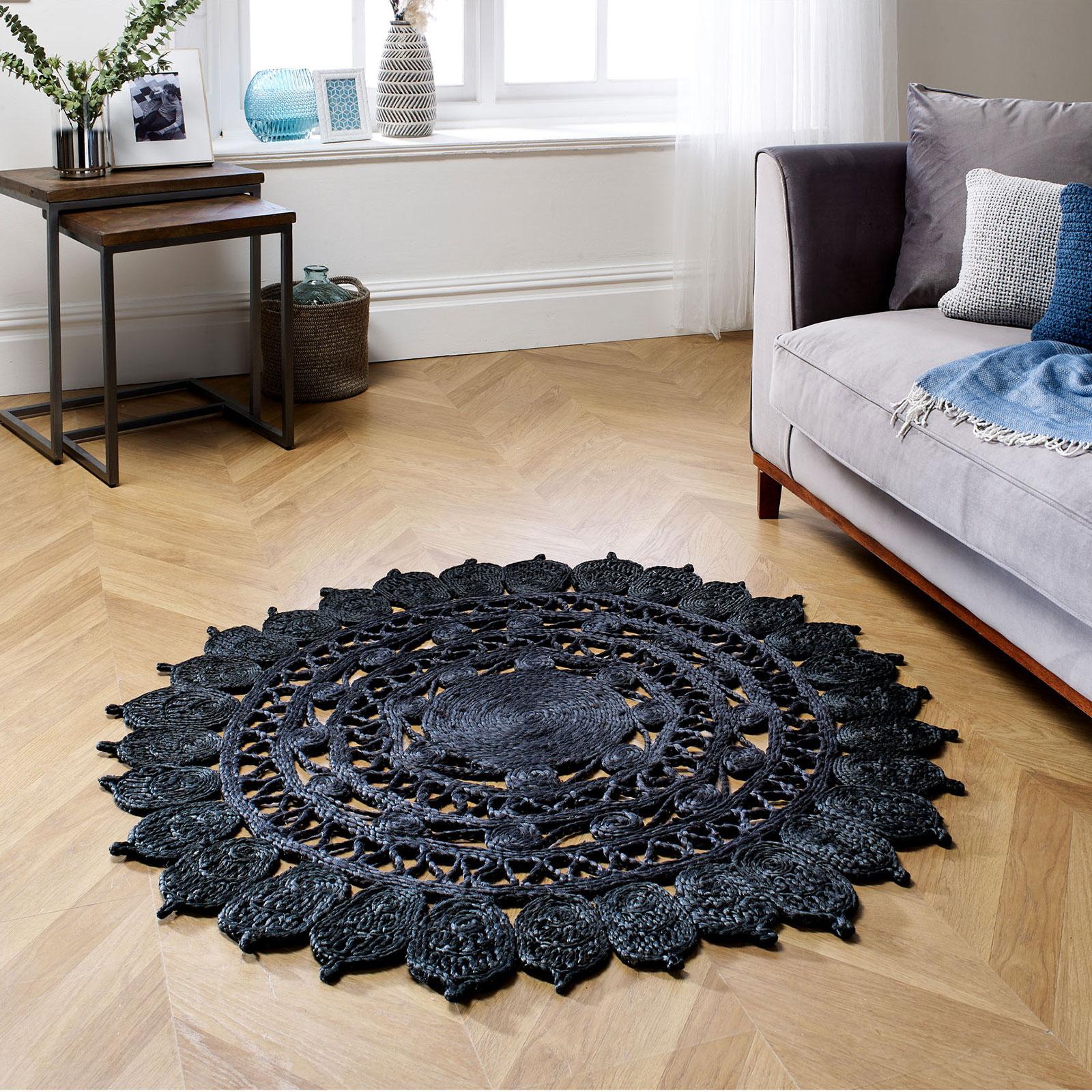 Zarla-Black-Roomshot.jpg